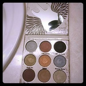 Crown eye shadow pallet